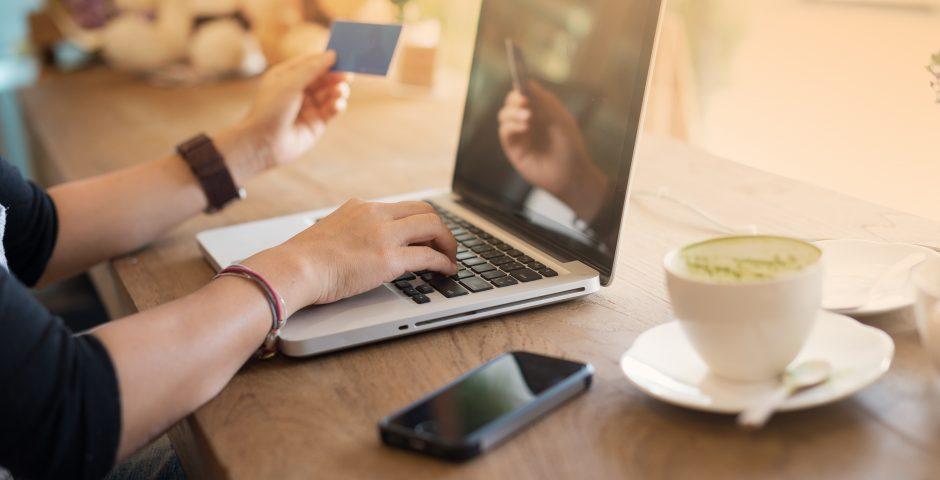 La moda salta a la web, del pret a porter a la compra en un click